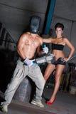 Jonge vrouw en man in fabriek Stock Foto