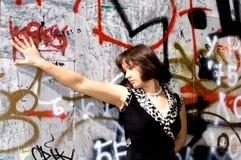Jonge vrouw en protestuitdrukkingen royalty-vrije stock afbeelding