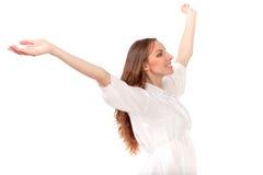 Jonge vrouw, haar gezicht die omhoog, van de zon genieten Royalty-vrije Stock Foto
