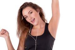 Jonge vrouw het luisteren muziek en het onderhouden Royalty-vrije Stock Foto's