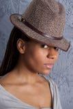 Jonge vrouw in hoed stock afbeeldingen