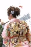 Jonge vrouw in kimono Stock Afbeeldingen