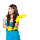 Jonge vrouw klaar om wat het schoonmaken te doen Royalty-vrije Stock Foto's