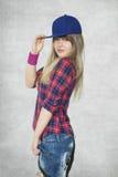 Jonge vrouw klaar te dansen hiphop Stock Afbeelding