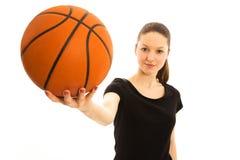 Jonge vrouw met basketbal Royalty-vrije Stock Foto