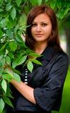 Jonge Vrouw met Bladeren Royalty-vrije Stock Foto