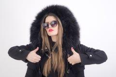Jonge vrouw met bontjas Royalty-vrije Stock Afbeelding