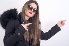 Jonge vrouw met bontjas Royalty-vrije Stock Fotografie