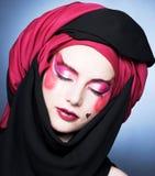 Jonge vrouw met creatieve samenstelling Stock Foto's