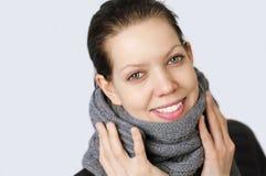 Jonge vrouw met een koude Stock Fotografie