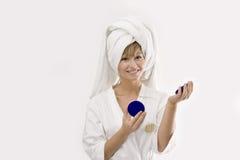 Jonge vrouw met een roomdoos Royalty-vrije Stock Afbeeldingen