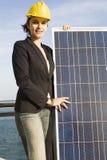 Jonge vrouw met een zonnepaneel Stock Foto's