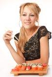 Jonge vrouw met eetstokjes stock afbeeldingen