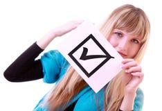Jonge vrouw met geïsoleerdeo controlesymbool Royalty-vrije Stock Fotografie