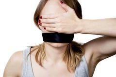 Jonge vrouw met gebonden mond en de blinden van haar ogen Stock Fotografie