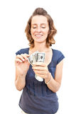 Jonge vrouw met geld in handen Royalty-vrije Stock Afbeelding