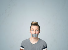 Jonge vrouw met gelijmde mond Stock Foto