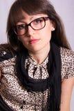 Jonge vrouw met glazen Stock Afbeelding