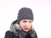 Jonge vrouw met grijs wollen GLB Stock Afbeeldingen