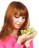 Jonge vrouw met groene druif Stock Foto