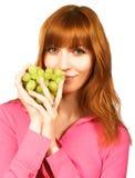 Jonge vrouw met groene druif Royalty-vrije Stock Foto's