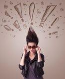 Jonge vrouw met haarstijl en hand getrokken uitroeptekens Stock Afbeeldingen