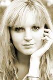Jonge vrouw met hand op gezicht royalty-vrije stock foto's