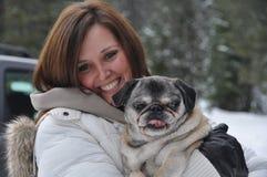 Jonge vrouw met hond Royalty-vrije Stock Fotografie