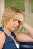 Jonge vrouw met hoofdpijn Royalty-vrije Stock Afbeeldingen