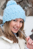Jonge vrouw met ijskegel Stock Afbeeldingen