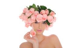 Jonge vrouw met juwelen van rozen stock afbeelding