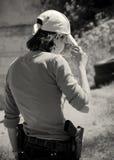 Jonge vrouw met kanon stock foto