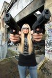 Jonge vrouw met kanonnen royalty-vrije stock afbeeldingen