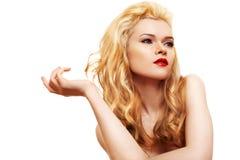 Jonge vrouw met lang blond haar Royalty-vrije Stock Foto
