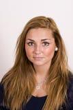Jonge vrouw met lang bruin haar Stock Afbeelding
