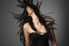 Jonge vrouw met lang haar. Royalty-vrije Stock Foto