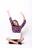 Jonge vrouw met laptop computer het vieren succes, Stock Afbeeldingen