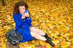 Jonge vrouw met lippenstift royalty-vrije stock foto