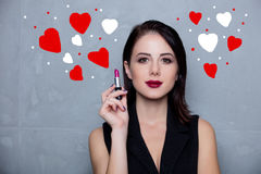 Jonge vrouw met lippenstift Royalty-vrije Stock Foto's