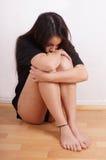 Jonge vrouw met littekens van zelf-kwaad stock foto's