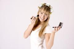 Jonge vrouw met make-updoos Stock Afbeelding
