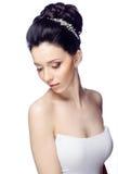 Jonge vrouw met mooi die kapsel op witte studioachtergrond wordt geïsoleerd Royalty-vrije Stock Foto's