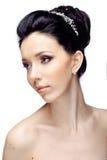 Jonge vrouw met mooi die kapsel op witte studioachtergrond wordt geïsoleerd Royalty-vrije Stock Afbeeldingen