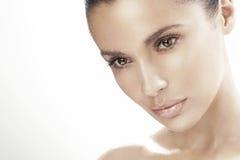 Jonge vrouw met mooie ogen Stock Foto