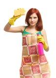 Jonge vrouw met nevelfles en spons Stock Foto's