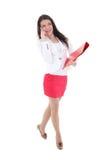 Jonge vrouw met omslag en telefoon Stock Fotografie