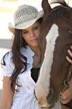 Jonge vrouw met paard Royalty-vrije Stock Foto