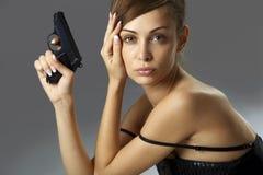 Jonge vrouw met pistool royalty-vrije stock foto's