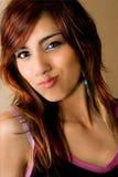 Jonge vrouw met pretuitdrukking stock afbeelding