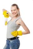Jonge vrouw met reinigen van nevel geïsoleerd op wit stock foto